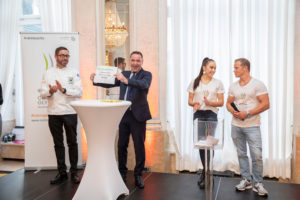 Was eagerly awaited: The draw of the competition days with Fabian Hambüchen (former gymnast and Olympic champion 2016 on the horizontal bar) and Tabea Alt (internationally acclaimed artistic gymnast) and Christian Schmid (presenter) and Daniel Schade (VKD vice-president) (f.l.t.r.). Credit Messe Stuttgart